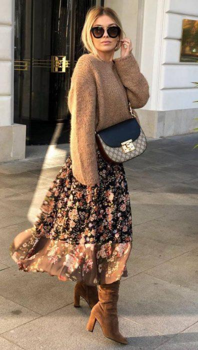 maxi vestido botas y sweater