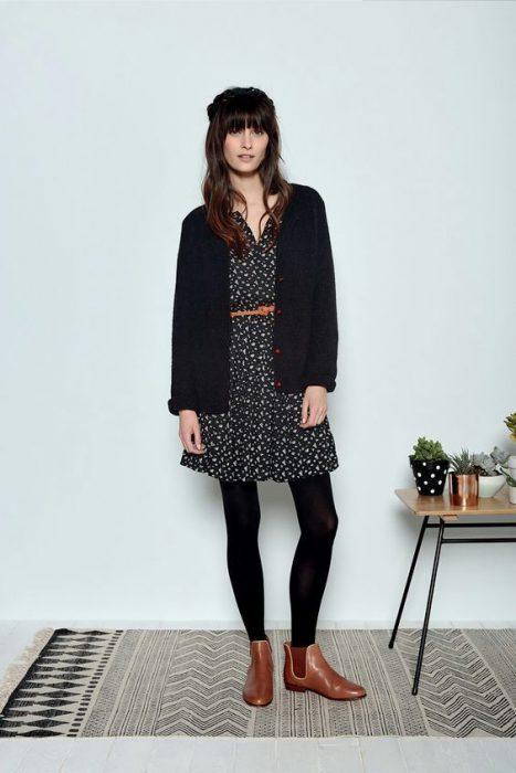 vestido con medias negras look urbano