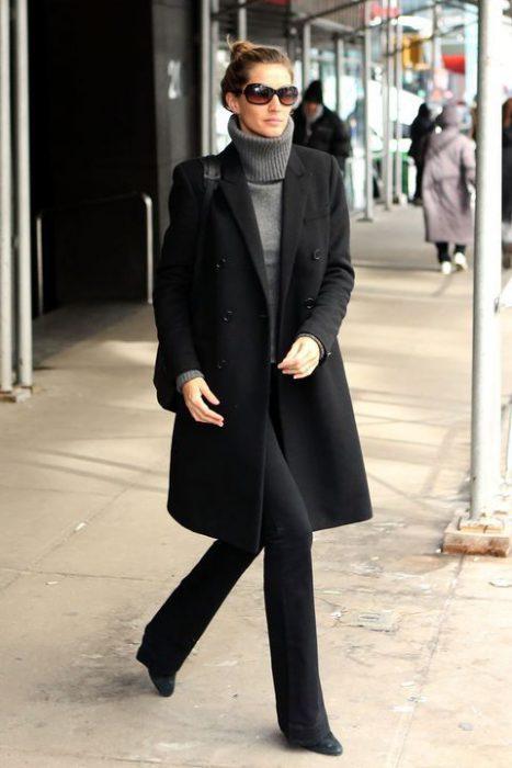 Outfits formal elegante con prendas basicas