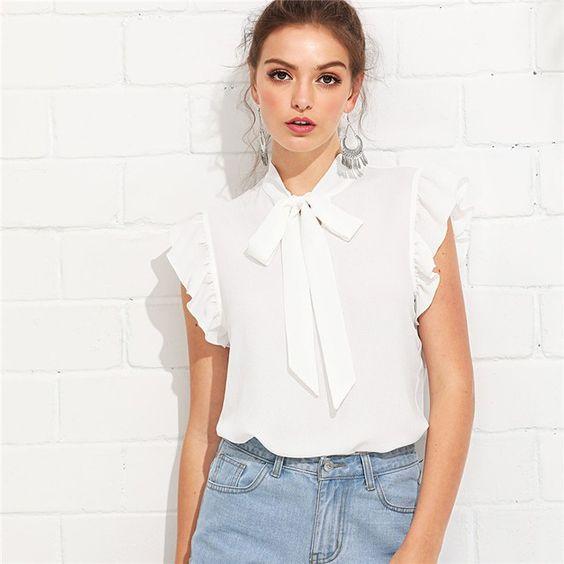 blusa blanca musculosa con jeans