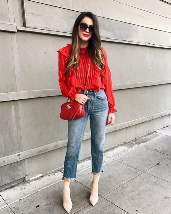 blusa roja con jeans boyfriends
