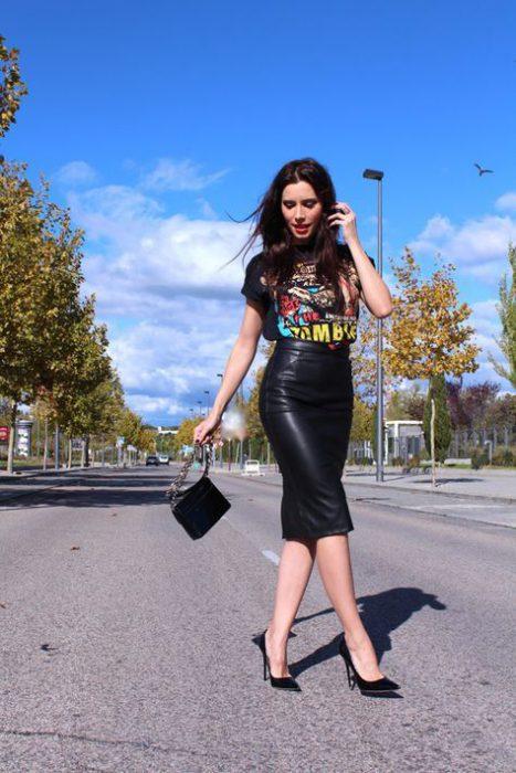 falda lapiz de cuero con remera basica rock