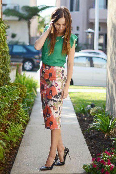 falda lapiz estampada outfit