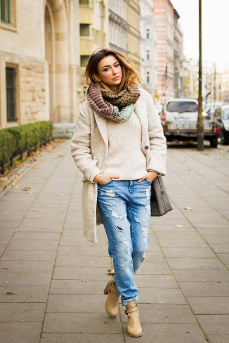 jeans boyfriends y abrigo