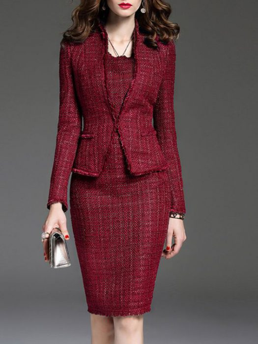 look formal con chaqueta y vestido tweed bordo