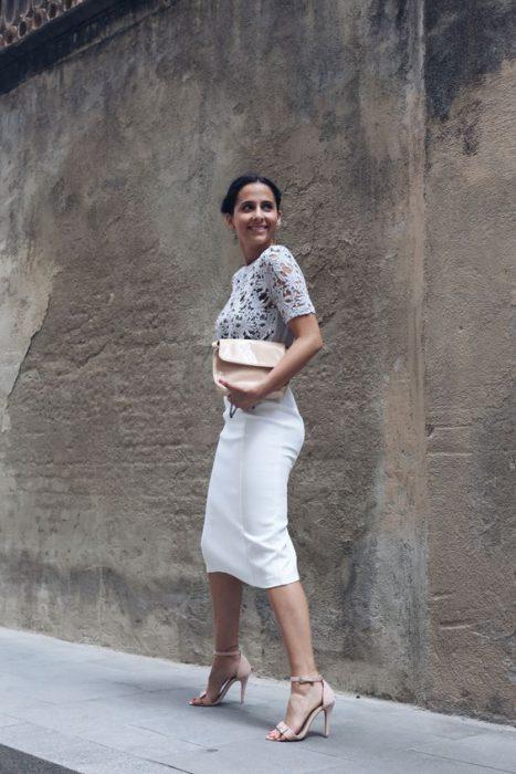 look formal con falda tubo blanca