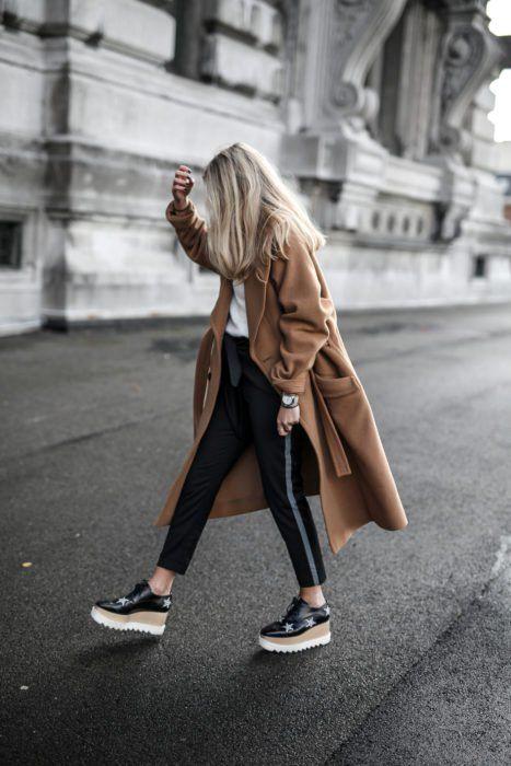 look informal con saco de paño largo beige