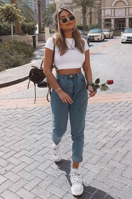 look informal con top y jeans