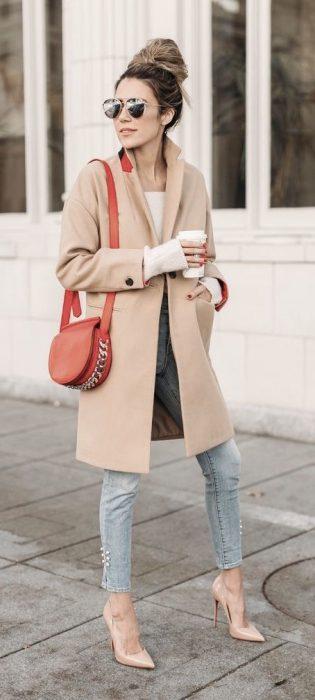look urbano con saco de paño camel