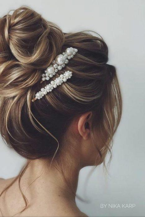 peinado con recogido de perlas
