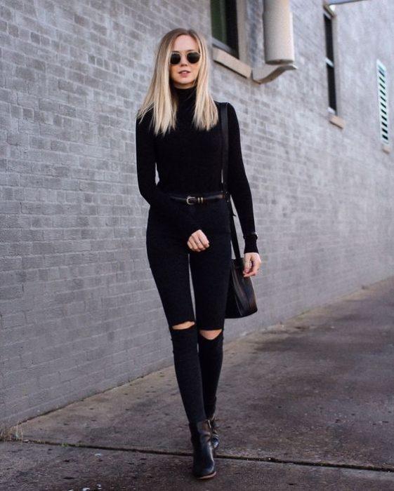 polera y jeans negro