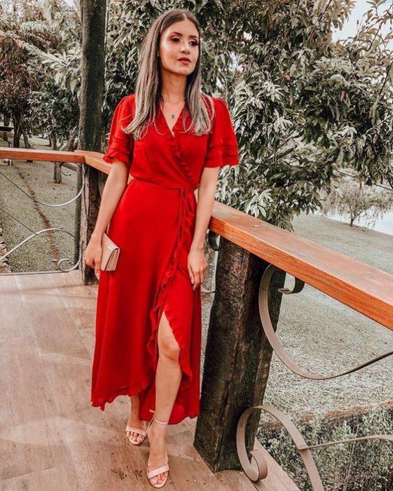 vestido rojo cruzado