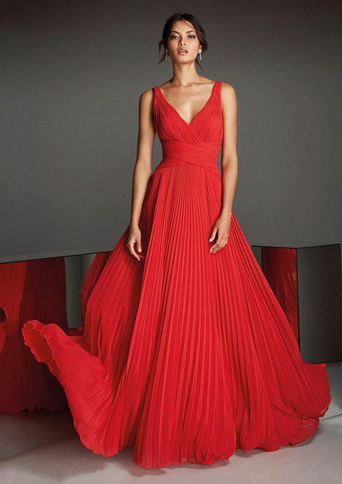 vestido rojo falda plisada