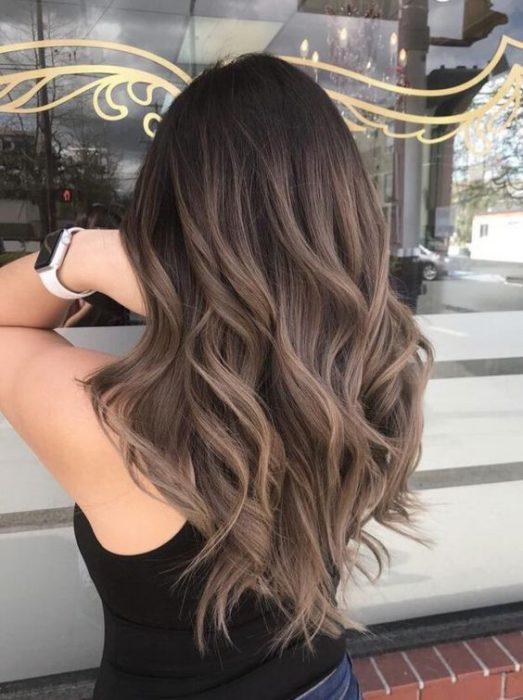 castaño ceniza colores cabello moda