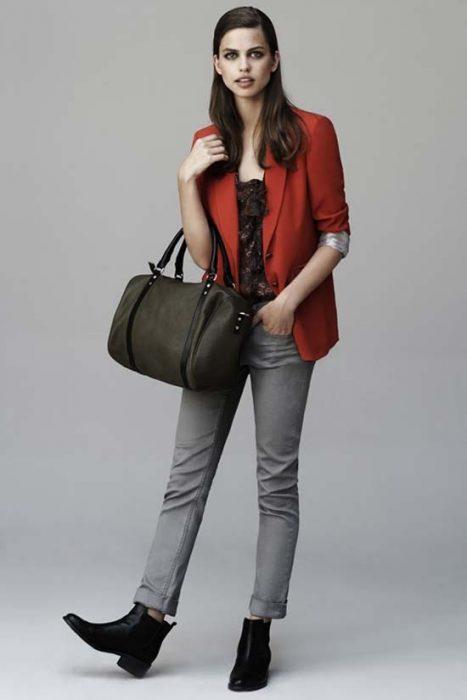 jeans gris con blazer