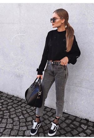 look informa jeans gris y blusa mangas largas