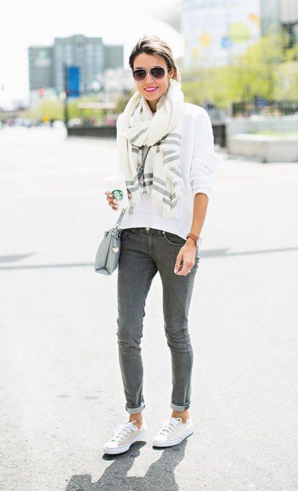 look informal con jeans gris