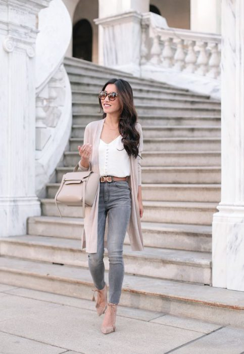 outfit urbano con jeans gris