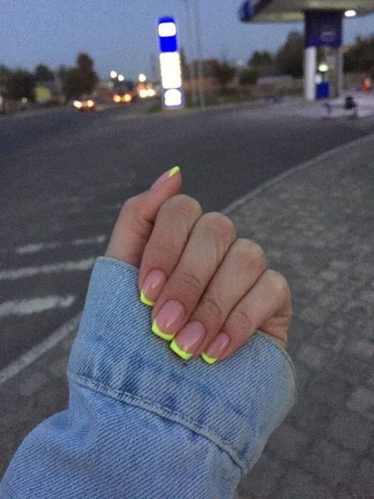 uñas francesas neon