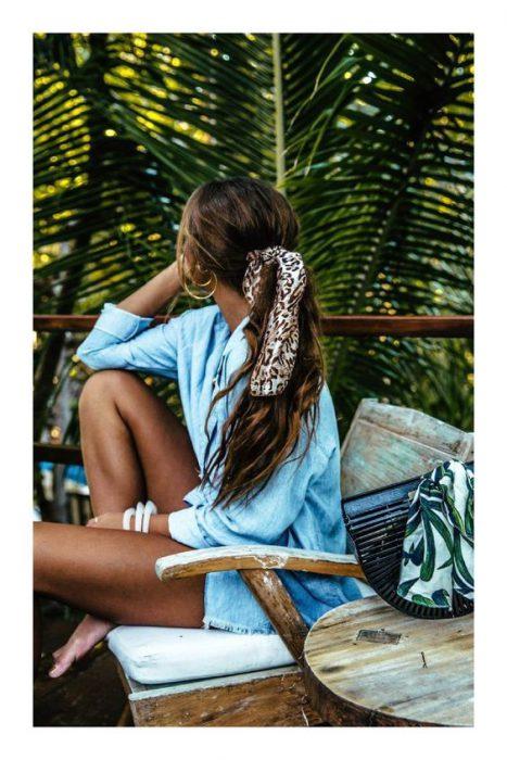 usar pañuelo como lazo para el cabello