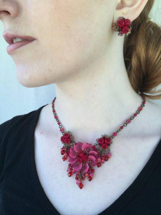 collar floral