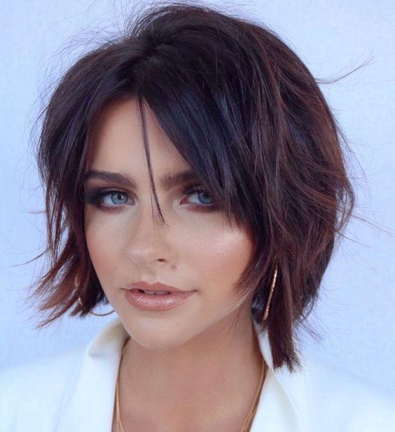 corte de cabello corto con flequillo largo