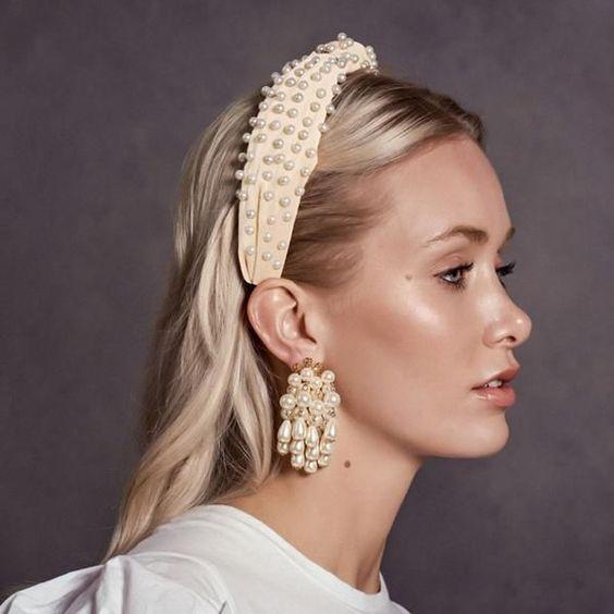 diadema y aros con perlas