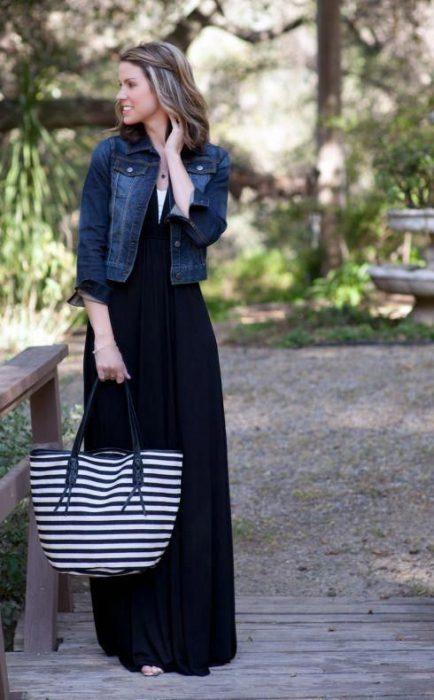 outfit con maxi vestido liso casual