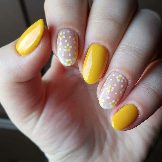 pintar las uñas amarillo