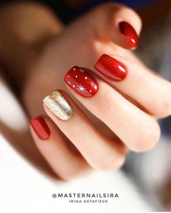 pintar las uñas de rojo