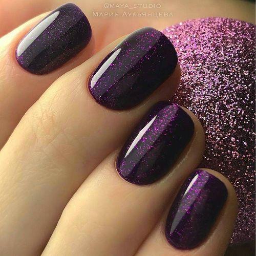 uña violeta brillante