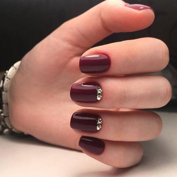 uñas rojo vino