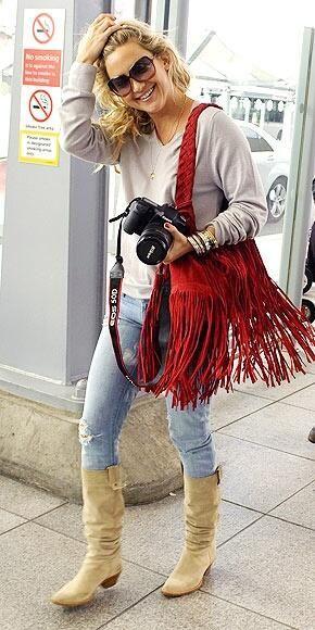 cartera con flecos largos tendencia moda invierno 2021