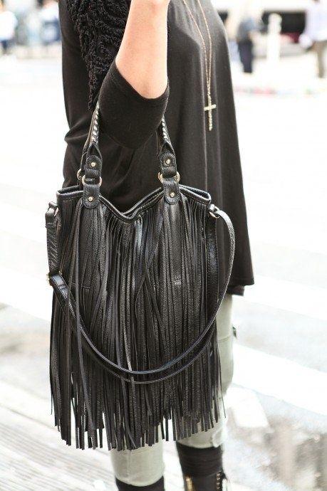 cartera con flecos moda invierno 2021