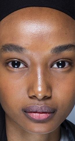 maquillaje sensillo sobre piel hidratada verano 2021