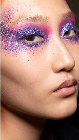 maquillaje verano 2021 sombras lila con brillo