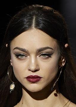 maquillajes invierno 2021 delineado alado exterior