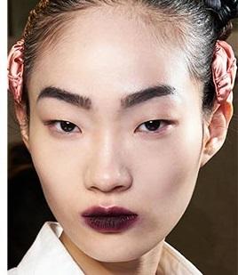 maquillajes invierno 2021 labios mordidos