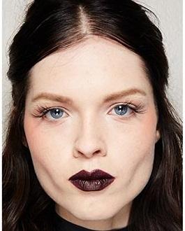 maquillajes invierno 2021 labios oscuros