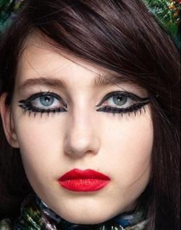 maquillajes invierno 2021 labios rojos intensos