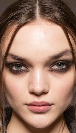 ojo sucio y ahumado maquillajes invierno 2021
