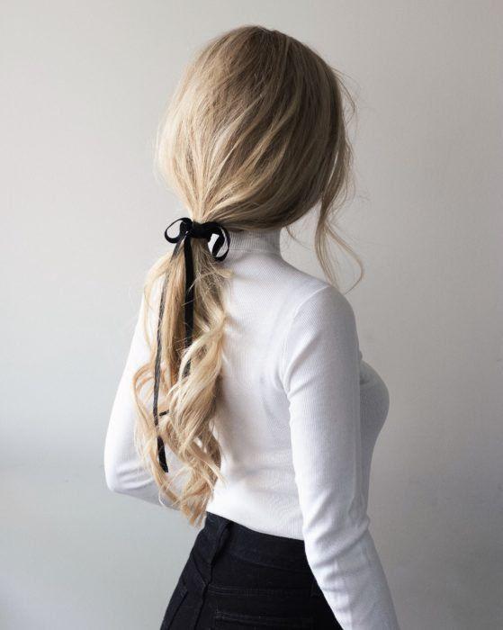 peinado con cola de caballo baja invierno 2021