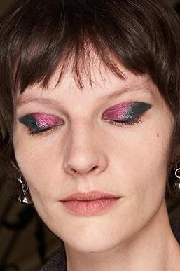 sombras brillantes maquillajes invierno 2021
