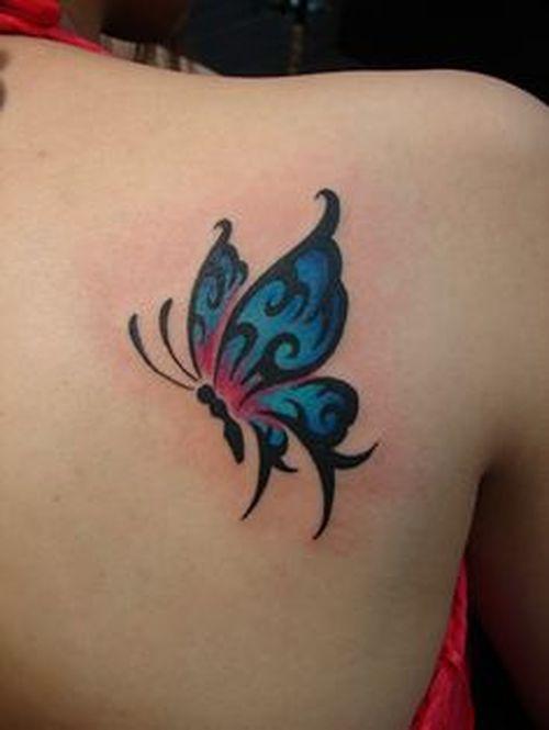 tatuaje mariposa omoplato