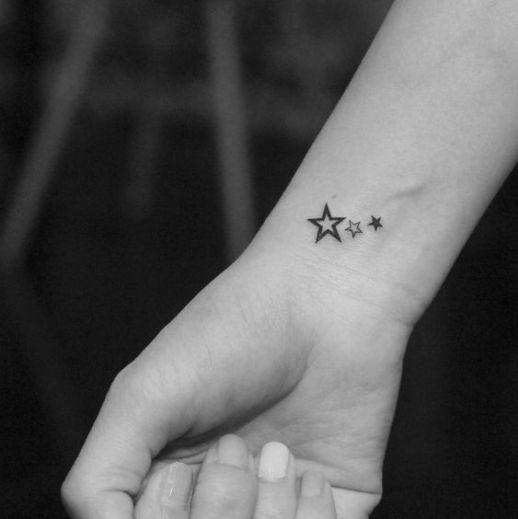 tatuje estrella muñeca