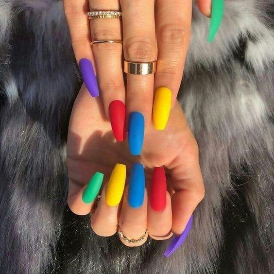 uñas arco iris