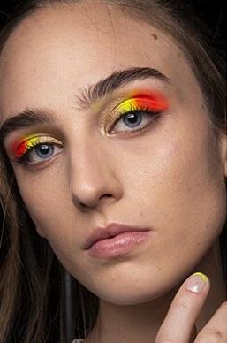 verano 2021 maquillaje neon