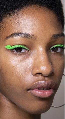 verano 2021 maquillaje sombras neon 1