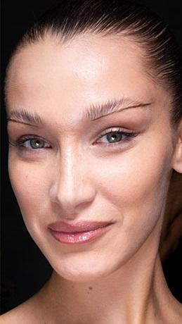verano 2021 piel con poco maquillaje
