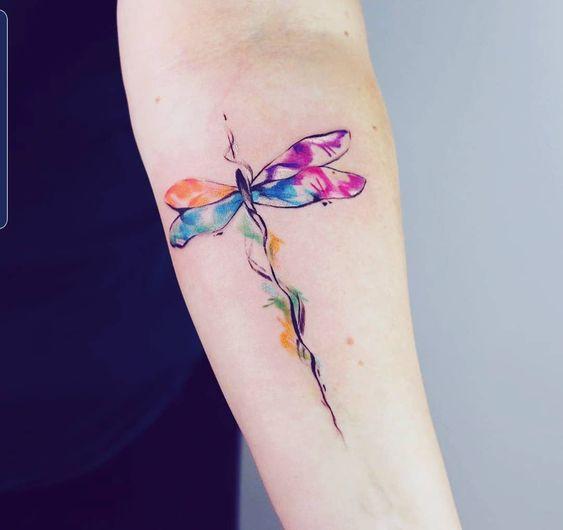 disenos de tatuajes con libelula
